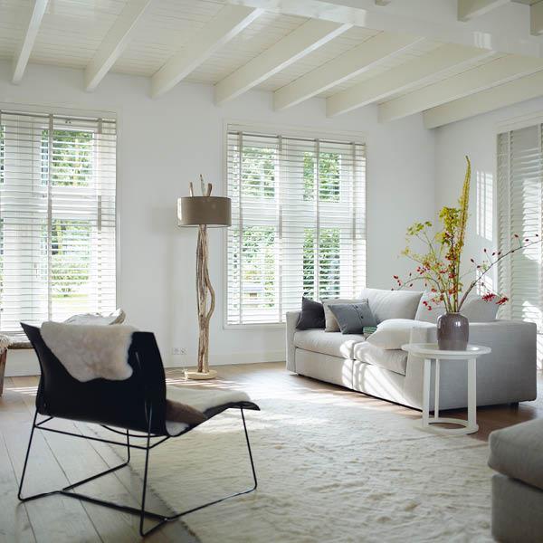 Wood Blinds image with winter white slat